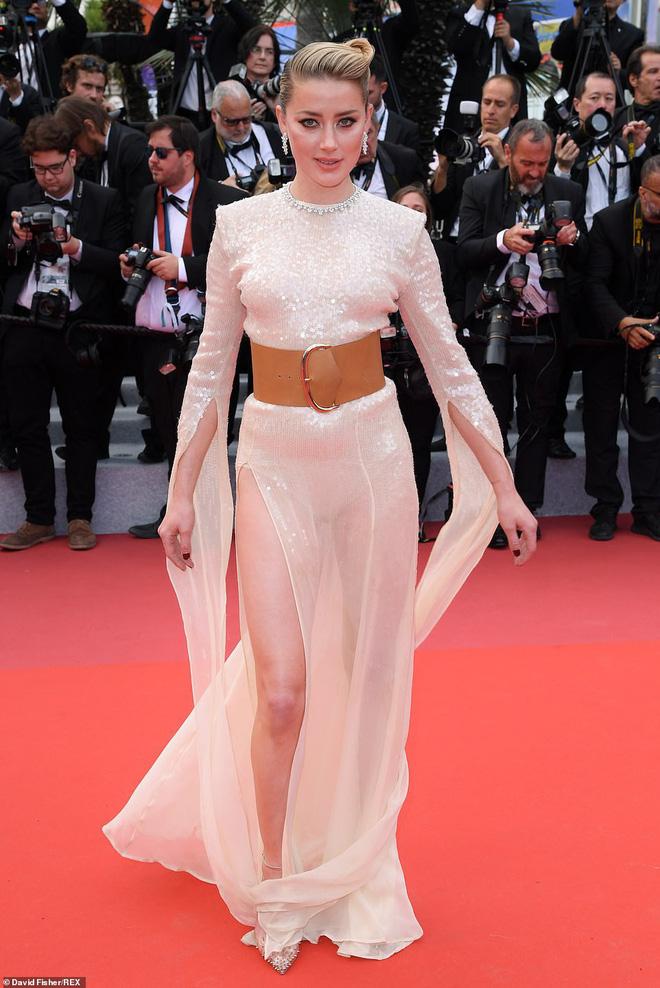 Thảm đỏ Cannes ngày 2: Thiên thần Victorias Secret suýt lộ hàng, Phạm Băng Băng Thái Lan xinh như tiên tử - Ảnh 12.