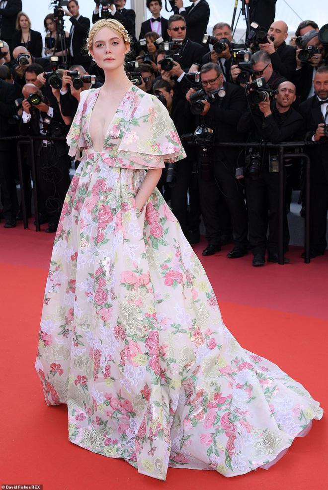 Thảm đỏ Cannes ngày 2: Thiên thần Victorias Secret suýt lộ hàng, Phạm Băng Băng Thái Lan xinh như tiên tử - Ảnh 15.