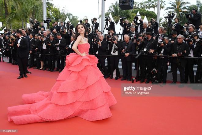 Thảm đỏ Cannes ngày 2: Thiên thần Victorias Secret suýt lộ hàng, Phạm Băng Băng Thái Lan xinh như tiên tử - Ảnh 19.