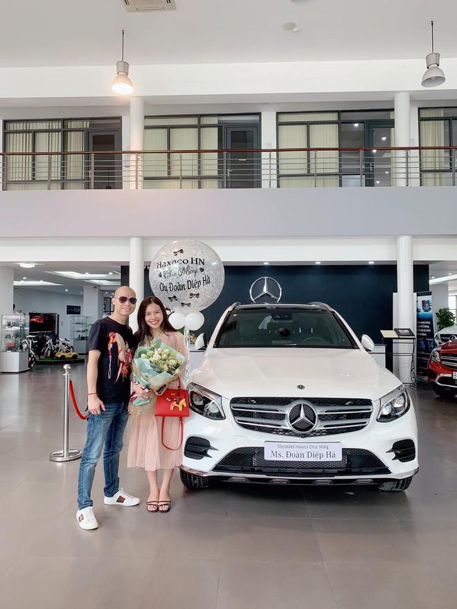 Cặp đôi chịu chi nhất năm: Chồng tặng vợ xe hơi 2,3 tỷ, vài ngày sau vợ lại quả chiếc khác giá 5,6 tỷ - Ảnh 3.