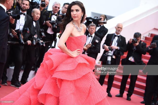 Thảm đỏ Cannes ngày 2: Thiên thần Victorias Secret suýt lộ hàng, Phạm Băng Băng Thái Lan xinh như tiên tử - Ảnh 21.