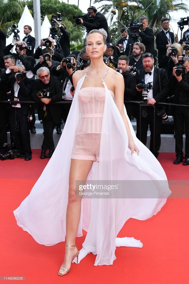 Thảm đỏ Cannes ngày 2: Thiên thần Victorias Secret suýt lộ hàng, Phạm Băng Băng Thái Lan xinh như tiên tử - Ảnh 23.