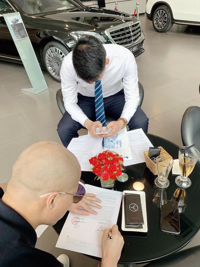 Cặp đôi chịu chi nhất năm: Chồng tặng vợ xe hơi 2,3 tỷ, vài ngày sau vợ lại quả chiếc khác giá 5,6 tỷ - Ảnh 6.