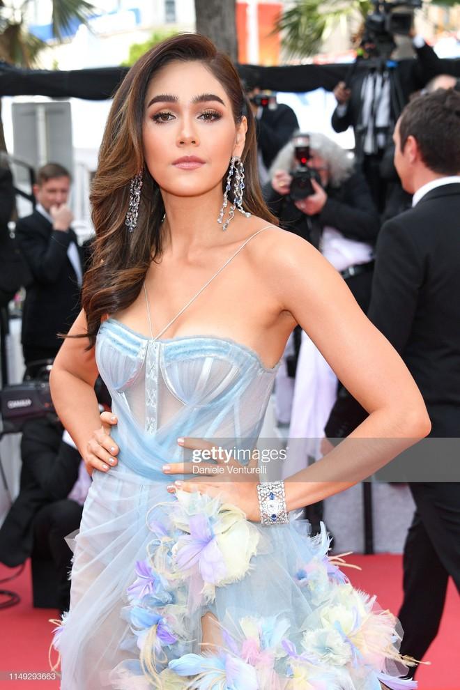 Thảm đỏ Cannes ngày 2: Thiên thần Victorias Secret suýt lộ hàng, Phạm Băng Băng Thái Lan xinh như tiên tử - Ảnh 8.