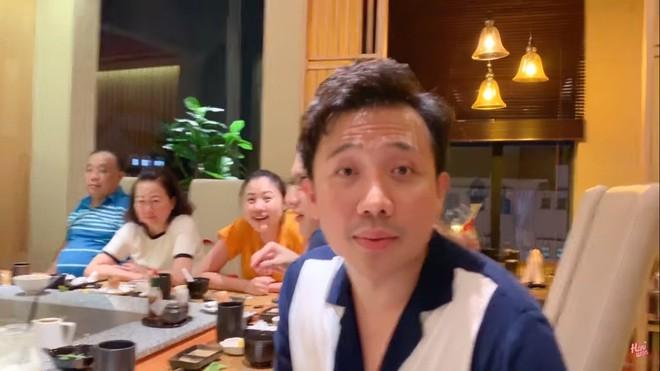 Hari Won: Tôi làm MC tiền cát xê nghèo lắm, phải mặc đồ của chồng - Ảnh 5.