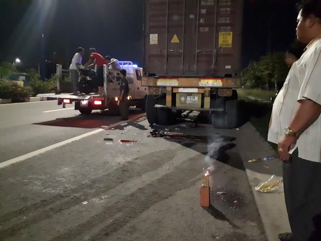 Về nhà sau tiệc sinh nhật, nam thanh niên tông đuôi xe container chết thảm - Ảnh 1.
