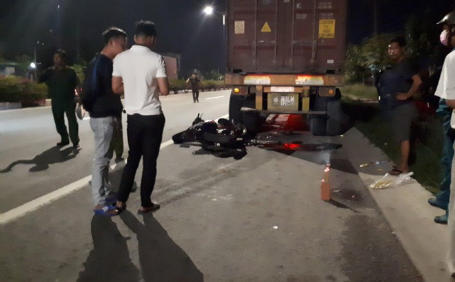 Về nhà sau tiệc sinh nhật, nam thanh niên tông đuôi xe container chết thảm