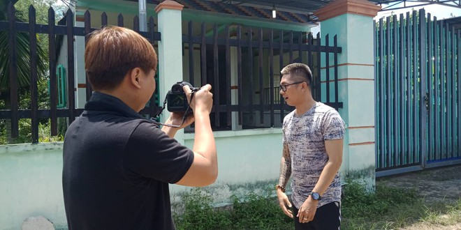 Ca sĩ Khánh Đơn xuống hiện trường vụ án thi thể người bị đổ bê tông để quay phim, chụp ảnh - Ảnh 1.