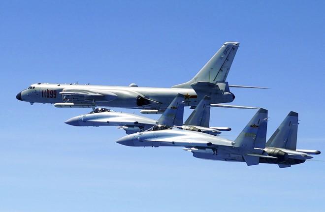 Trung Quốc dồn dập điều sát thủ tàu sân bay áp sát biên giới Ấn Độ: Sắp có biến lớn? - Ảnh 2.