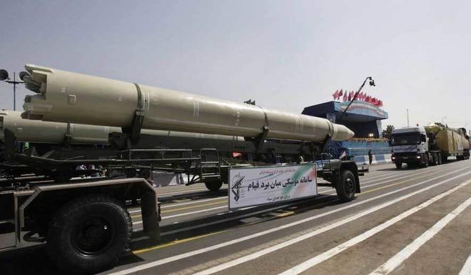 Iran chất tên lửa lên tàu, thổi bùng nguy cơ chiến tranh với Mỹ - Ảnh 1.