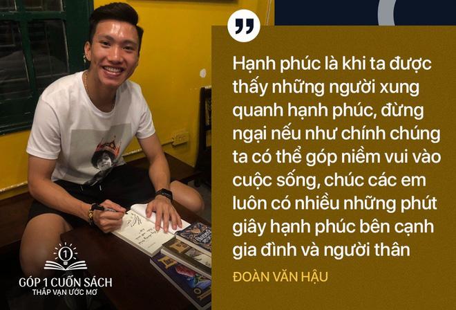 Sách, chữ ký và lời đề tặng ý nghĩa từ hai danh thủ Nguyễn Quang Hải, Đoàn Văn Hậu - Ảnh 1.