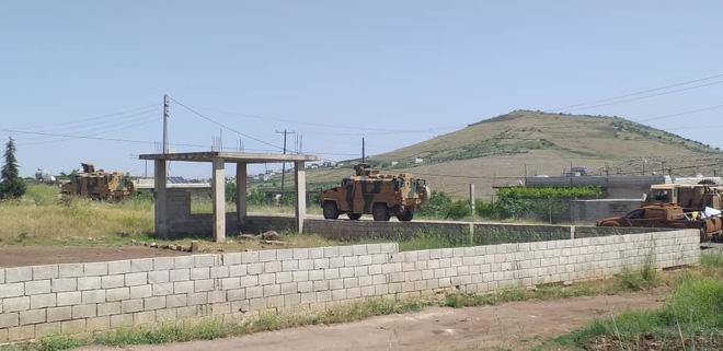 Syria nóng - Máy bay hiện đại nhất Hải quân Mỹ xuất hiện ngoài khơi, thiết giáp Thổ Nhĩ Kỳ thọc sâu tận Hama - Ảnh 2.