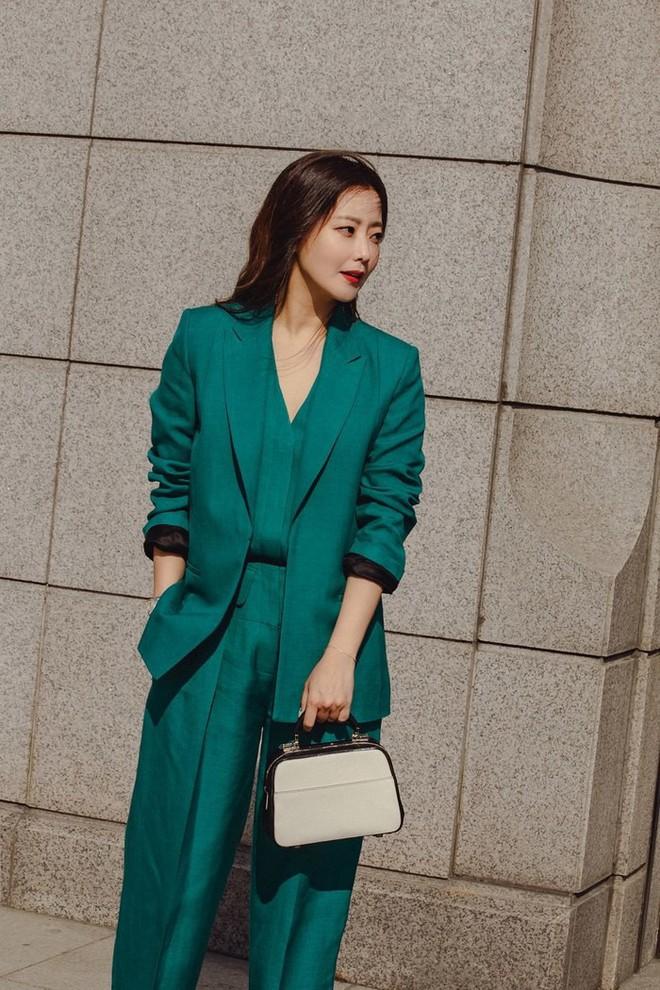 Có một nữ minh tinh 42 tuổi vẫn được Dispatch tung hô là quốc bảo nhan sắc, Song Hye Kyo và mợ chảnh phải kiêng dè - Ảnh 3.