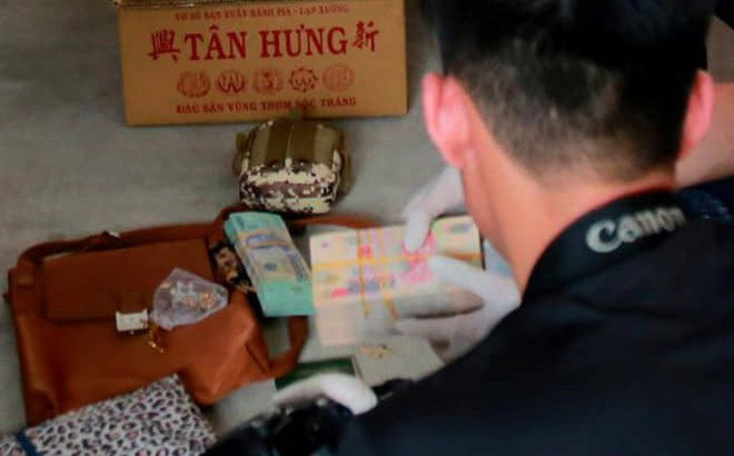 Vụ 2 thi thể đúc bê tông: Nhóm nghi can chuẩn bị nhiều cọc tiền mặt và đồ đạc trên xe