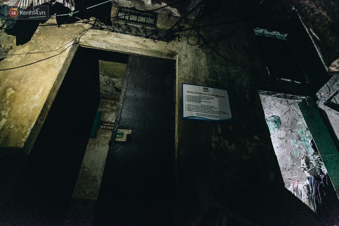Đời buồn của cụ bà bán hàng rong sống cạnh nhà vệ sinh công cộng ở Hà Nội: Ngày xưa lăn lộn nuôi con, nhưng chúng nó lần lượt ra đi hết rồi... - Ảnh 3.
