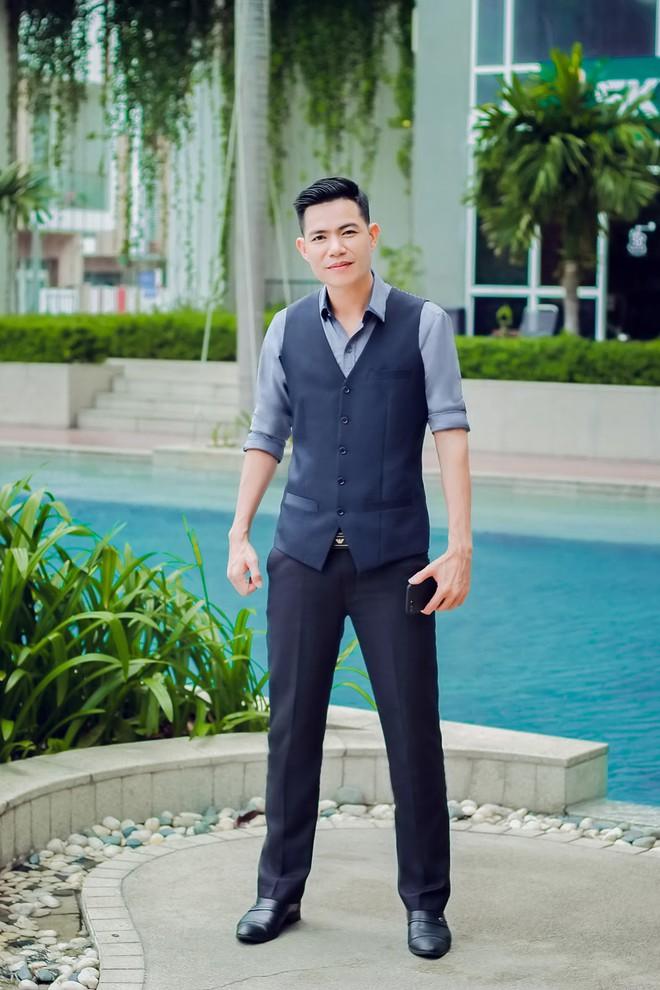 Thành công ở tuổi 37, chàng ca sĩ Đinh Duy Chinh mang yêu thương đến người nghèo - Ảnh 2.
