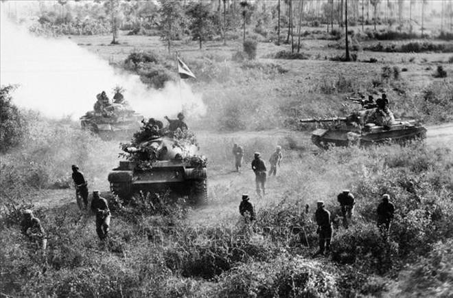 Trận vận động chiến của lính tình nguyện Việt Nam: Khẩu RPD rung bần bật xả thẳng vào đám lính Polpot - Ảnh 4.