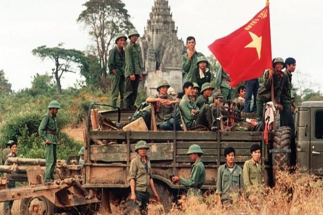 Trận vận động chiến của lính tình nguyện Việt Nam: Khẩu RPD rung bần bật xả thẳng vào đám lính Polpot - Ảnh 6.