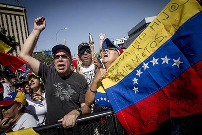 Bất chấp lời 'hăm dọa' của Mỹ, Nga quyết bảo vệ Venezuela - Ảnh 1.