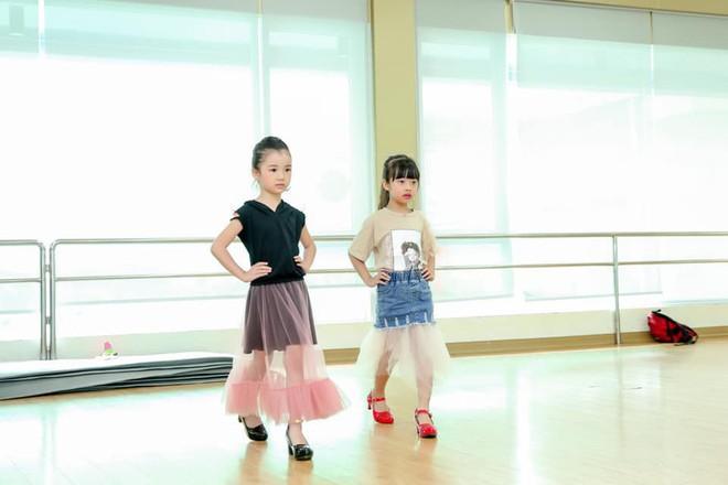 3 mỹ nhân nhí đang hot nhất Vbiz: Bản sao Phạm Hương đóng cảnh nóng năm 13 tuổi đến Hoa hậu Hoàn vũ khi chỉ vừa lên 7 - Ảnh 13.