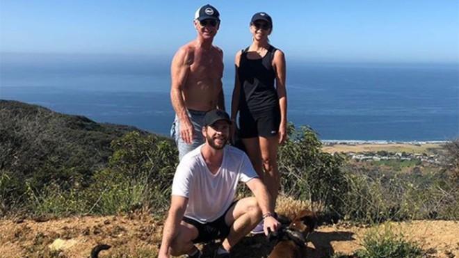 Thân hình bố của Thor Chris Hemsworth bất ngờ gây bão: Ai dè còn chuẩn hơn hàng Úc siêu hot của con trai - Ảnh 4.