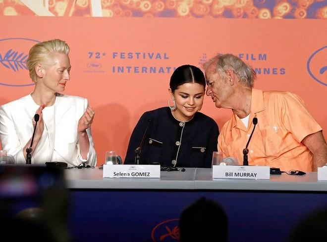 Tài tử 69 tuổi Selena Gomez sẽ kết hôn: Đại gia quyền lực Hollywood bị tố nghiện ma túy, tình dục, đã có 2 đời vợ - Ảnh 9.