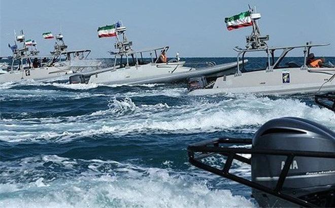 """Iran cảnh báo: """"Tên lửa chúng tôi có thể khoan thủng tàu Mỹ"""""""