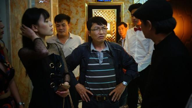 Các nhà làm phim Việt nói gì chuyện diễn viên 13 tuổi đóng cảnh nóng Vợ Ba? - Ảnh 4.