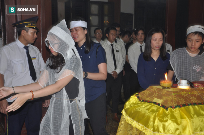 Đám tang đẫm nước mắt của nữ nhân viên nhà hát kịch bị xe Mercedes đâm tử vong ở hầm Kim Liên - Ảnh 15.
