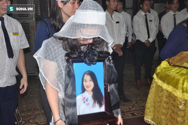 Đám tang đẫm nước mắt của nữ nhân viên nhà hát kịch bị xe Mercedes đâm tử vong ở hầm Kim Liên - Ảnh 16.