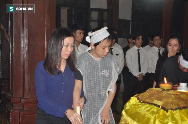 Đám tang đẫm nước mắt của nữ nhân viên nhà hát kịch bị xe Mercedes đâm tử vong ở hầm Kim Liên - Ảnh 17.