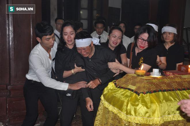 Đám tang đẫm nước mắt của nữ nhân viên nhà hát kịch bị xe Mercedes đâm tử vong ở hầm Kim Liên - Ảnh 19.