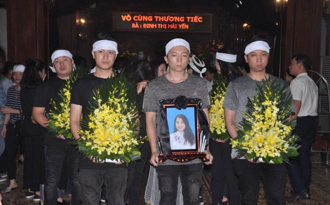 Đám tang đẫm nước mắt của nữ nhân viên nhà hát kịch bị xe Mercedes đâm tử vong ở hầm Kim Liên