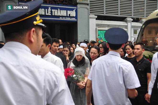 Đám tang đẫm nước mắt của nữ nhân viên nhà hát kịch bị xe Mercedes đâm tử vong ở hầm Kim Liên - Ảnh 24.