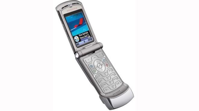 Nhìn lại lịch sử điện thoại màn hình gập, 30 năm sau Motorola MicroTAC - Ảnh 3.