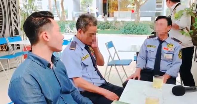 Thanh niên Việt kiều đến tận nơi xin lỗi 2 nhân viên bảo vệ: Con không khinh mấy chú, con cũng tự làm đủ nghề mới có tiền - Ảnh 2.