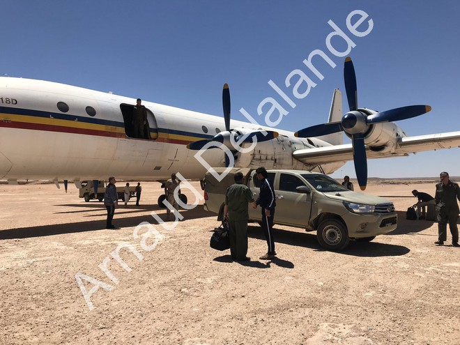 Hàng nóng ùn ùn đổ vào Libya: Tướng Haftar có vũ khí khủng gấp bội thứ GNA vừa nhận - Ảnh 2.