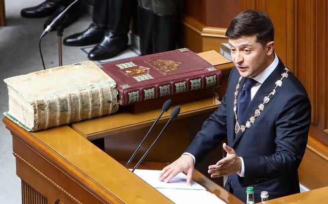 """Tân TT Ukraine ghi điểm với người Nga nhờ bài phát biểu không hề nhắc đến """"nước Nga"""" dù chỉ 1 lần?"""