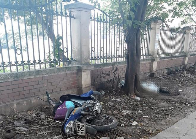 Hà Nội: Người đàn ông tử vong dưới gốc cây ven đường - Ảnh 2.