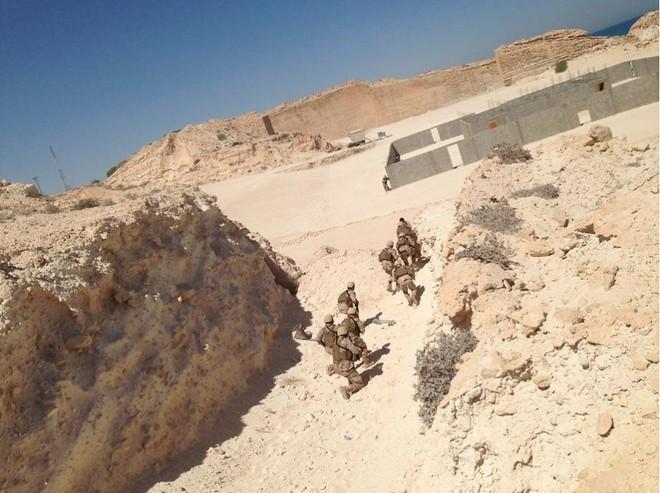 Hàng nóng ùn ùn đổ vào Libya: Tướng Haftar có vũ khí khủng gấp bội thứ GNA vừa nhận - Ảnh 6.