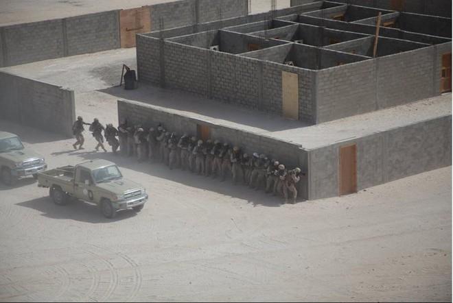 Hàng nóng ùn ùn đổ vào Libya: Tướng Haftar có vũ khí khủng gấp bội thứ GNA vừa nhận - Ảnh 5.