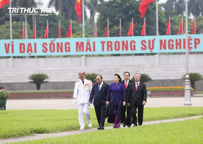Đại biểu Quốc hội viếng Lăng Chủ tịch Hồ Chí Minh - Ảnh 7.