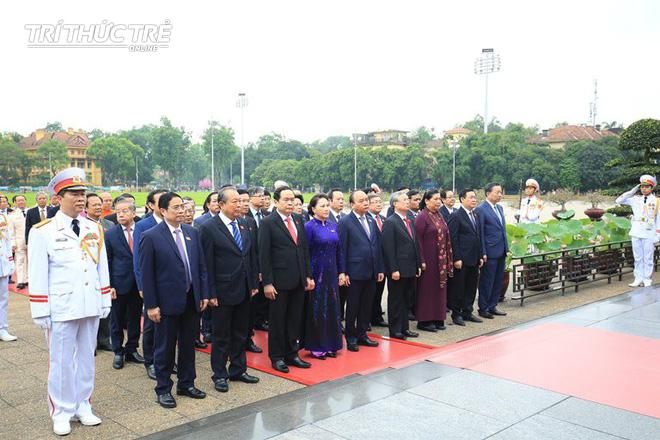 Đại biểu Quốc hội viếng Lăng Chủ tịch Hồ Chí Minh - Ảnh 5.