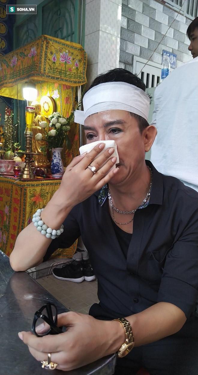 Long Nhật đội khăn tang, khóc nức nở, chia sẻ tâm nguyện cuối cùng của Vương Bảo Tuấn - Ảnh 1.