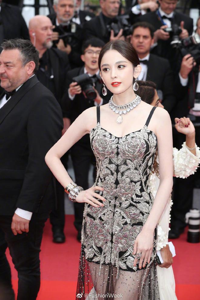 Mỹ nhân bị nhầm với Ngọc Trinh: Nàng công chúa Hoa ngữ đẹp ná thở tại Cannes bất chấp ảnh không photoshop - Ảnh 1.