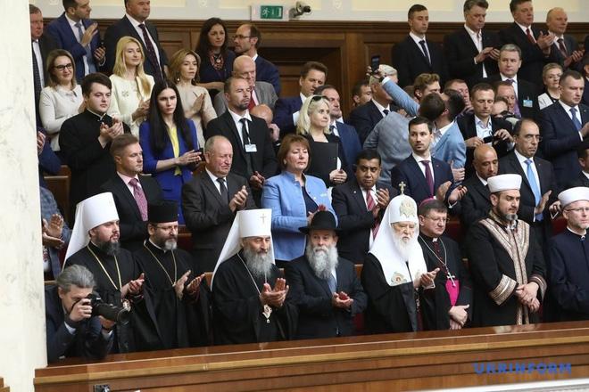 Từ chối ngồi xe hộ tống, tân Tổng thống Ukraine Zelensky chơi trội trong ngày nhậm chức? - Ảnh 7.