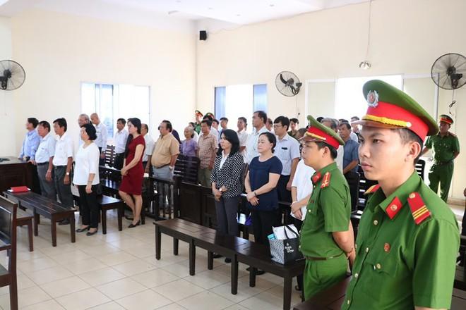 Cựu giám đốc Sở Địa chính Bình Dương Cao Minh Huệ bị 12 năm tù - Ảnh 3.