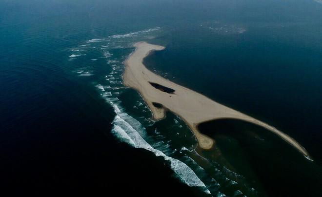 Hình thành các vịnh kín ở cồn cát khổng lồ nổi lên giữa biển Hội An - Ảnh 4.