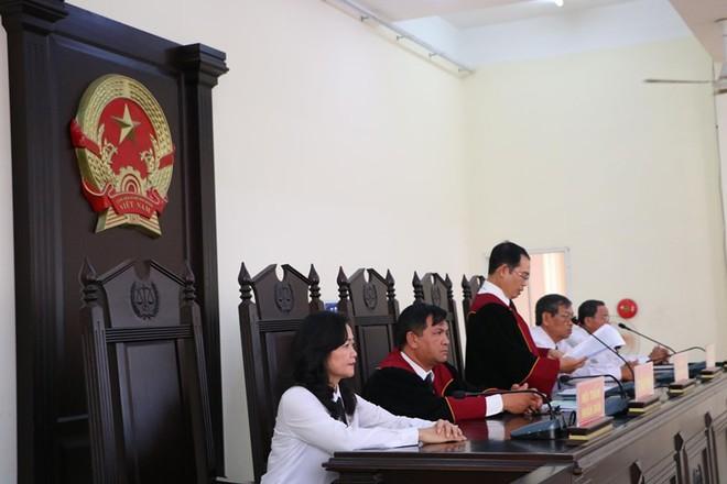 Cựu giám đốc Sở Địa chính Bình Dương Cao Minh Huệ bị 12 năm tù - Ảnh 4.