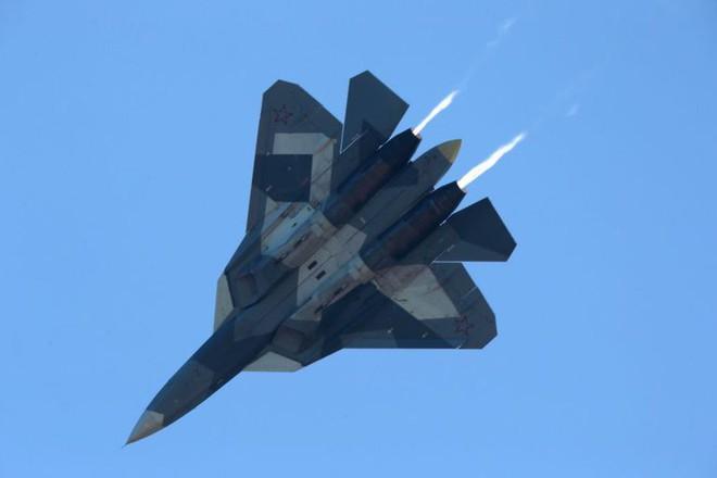 Chuyện bất thường gì đang xảy ra với siêu tiêm kích Su-57 của Nga? - Ảnh 1.